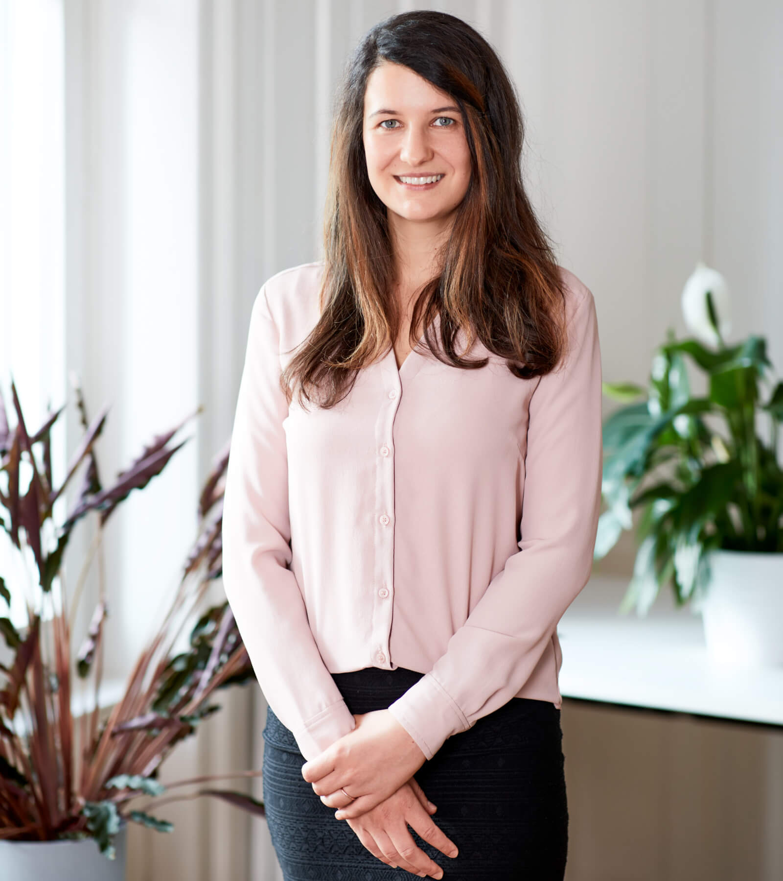 portrait-bettina-enser-head-of-marketing-team-eturnity