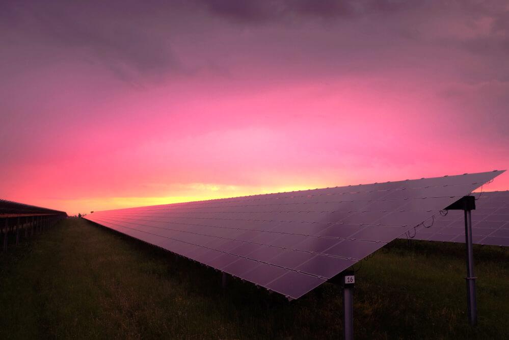 solar-panel-im-abendlicht