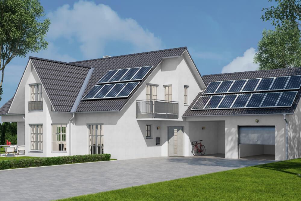 solarzellen-auf-dach-eines-familienhauses-virtuelle-stromspeicher-im-trend